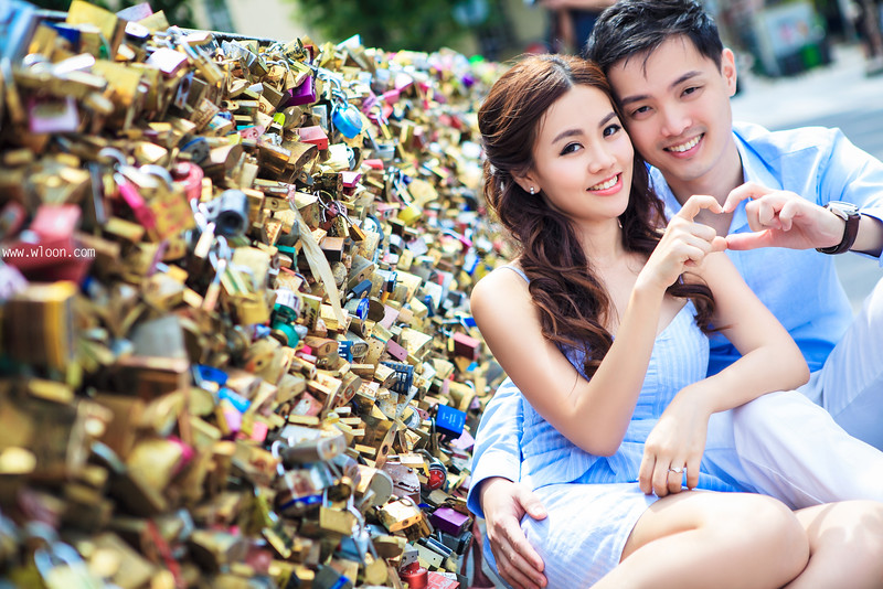 paris love lock bridge pre wedding